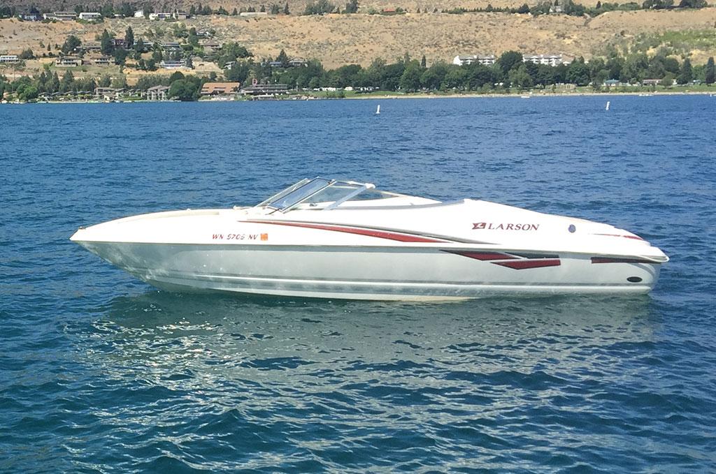 Red Larson10 Passenger20 ft  - Chelan Parasail & Watersports