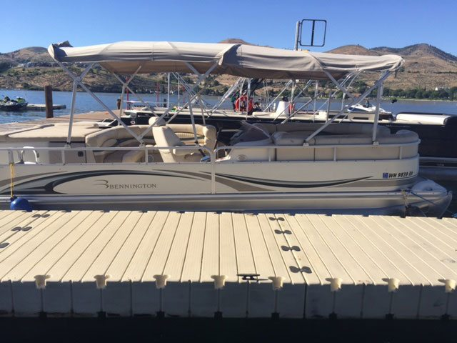 Luxury pontoon boats ct fish more people that fish for Party boat fishing ct